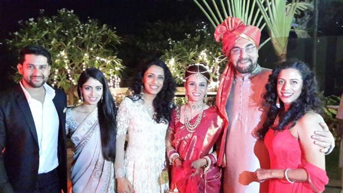 Aftab Shivdasani, Nin and Parveen Dusanj, Raageshwari, Kabir Bedi and a friend