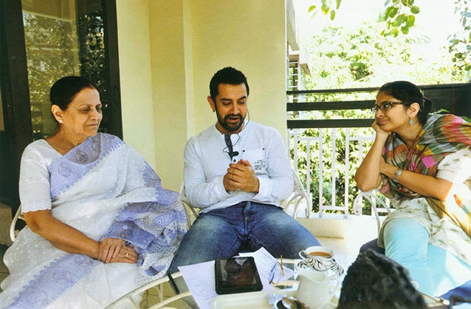 Aamir with mother Zeenat Hussain and wife Kiran Rao