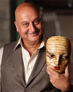 Current Bollywood News & Movies - Indian Movie Reviews, Hindi Music & Gossip - Review: The Anupam Kher Show is quite revealing