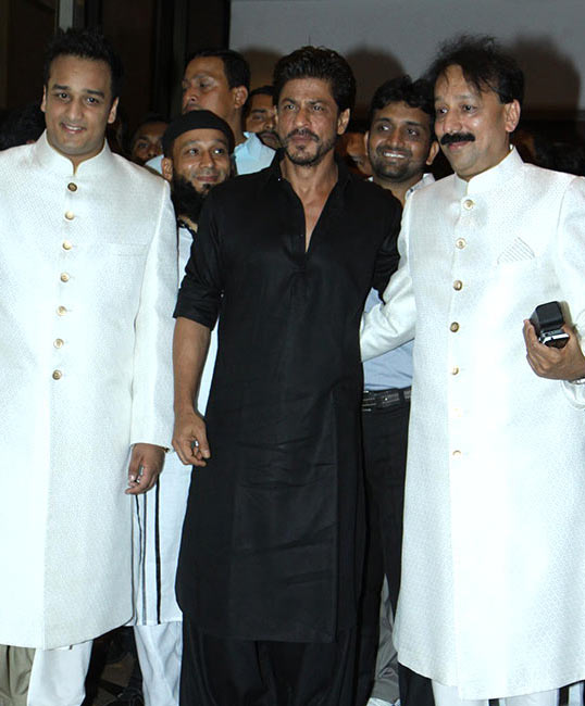 Shah Rukh Khan with Baba Siddique and Zeeshan