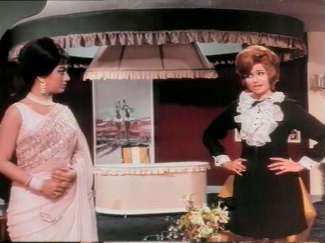Sadhana and Helen in Intequam