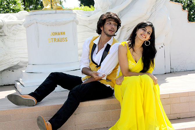 A still from Yennamo Yedho