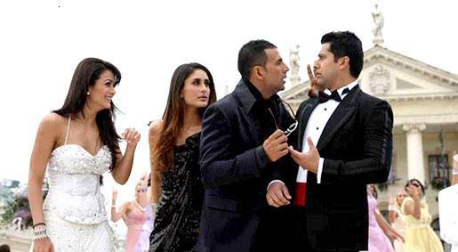 Amrtia Arora with Kareena Kapoor, Akshay Kumar and Aftab Shivdasani in Kambakkht Ishq