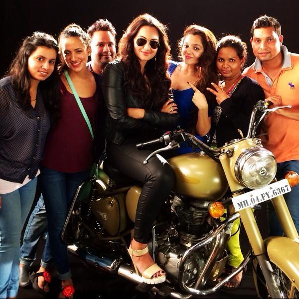 Sonakshi Sinha with her Kabbadi team