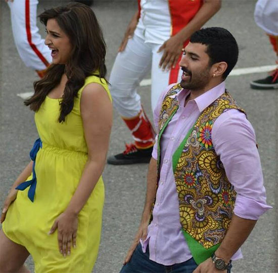 Parineeti Chopra and Aditya Roy Kapoor in Daawat-E-Ishq