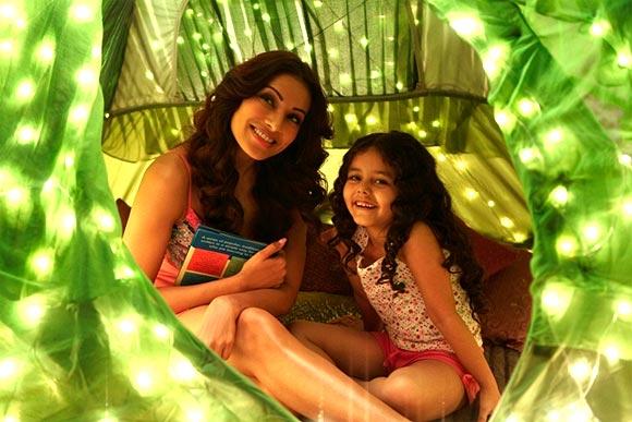 Bipasha Basu and Doyel Dhawan in Aatma