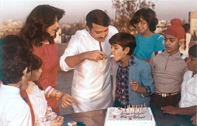Pinki, Rakesh, Hrithik and Sunaina Roshan