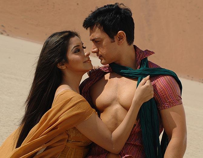 Asin and Aamir Khan in Ghajini