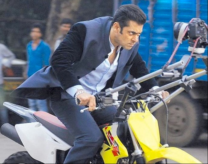 Current Bollywood News & Movies - Indian Movie Reviews, Hindi Music & Gossip - PIX: Salman Khan's 10 BEST action moments!