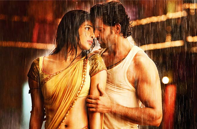 Priyanka Chopra and Hrithik Roshan in Agneepath