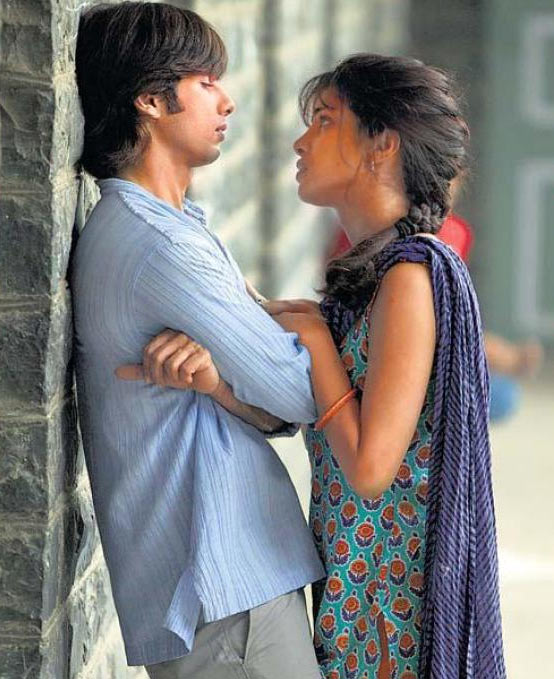 Shahid Kapoor and Priyanka Chopra in Kaminey