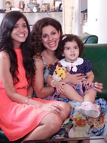 Tanaaz Irani with daughters Zianne and Zara (on her left)