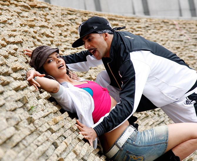 Deepika Padukone and Akshay Kumar in Chandni Chowk To China
