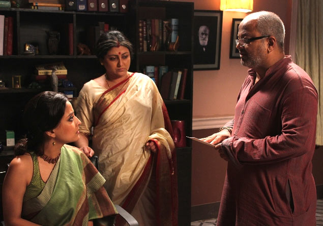Rangan Chakravarty directing actresses Raima Sen and Tulika Basu