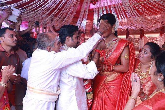 Amala Paul gets married to director AL Vijay