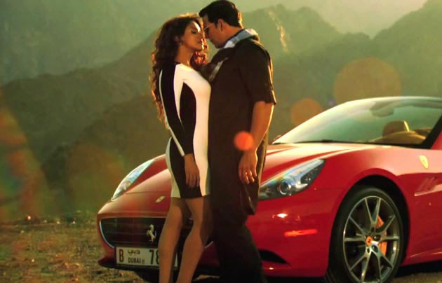 Asin and Akshay Kumar in Khiladi 786