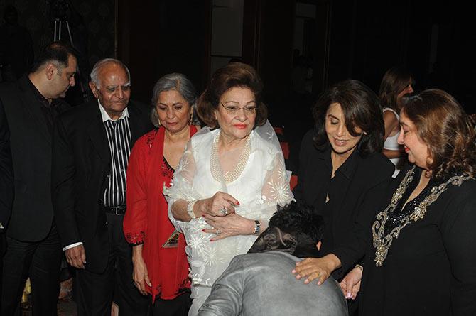 Armaan Jain touches Neetu Kapoor's feet, as Krishnaraj Kapor and Reema Jain look on