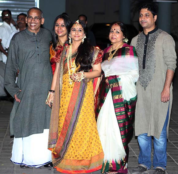 Vidya Balan, center, with from left, her dad P R Balan, sister Priya, mom Saraswathy and brother-in-law Kedar Nene.