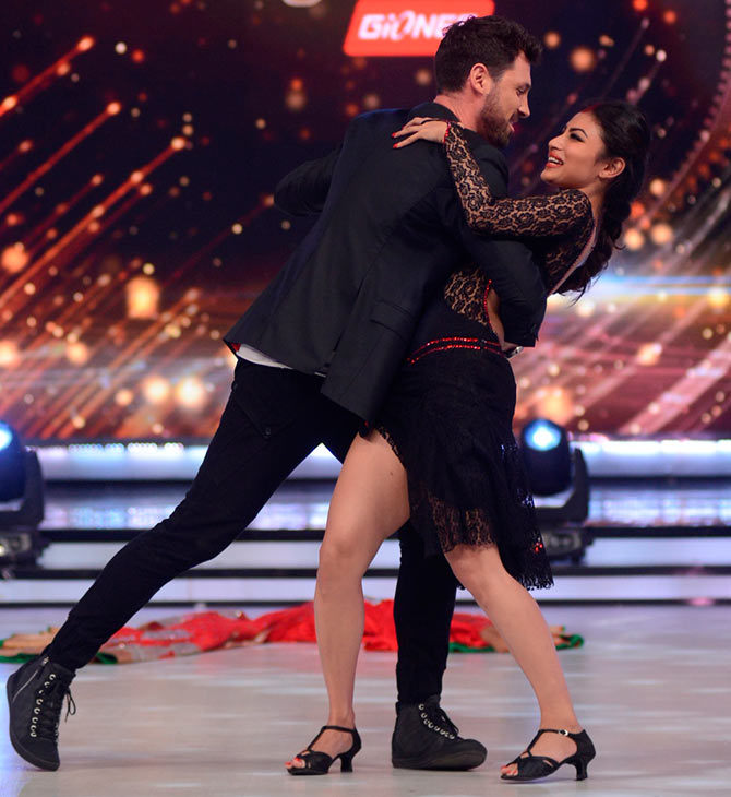 Maksim Chmerkovskiy dances with Mouni Roy
