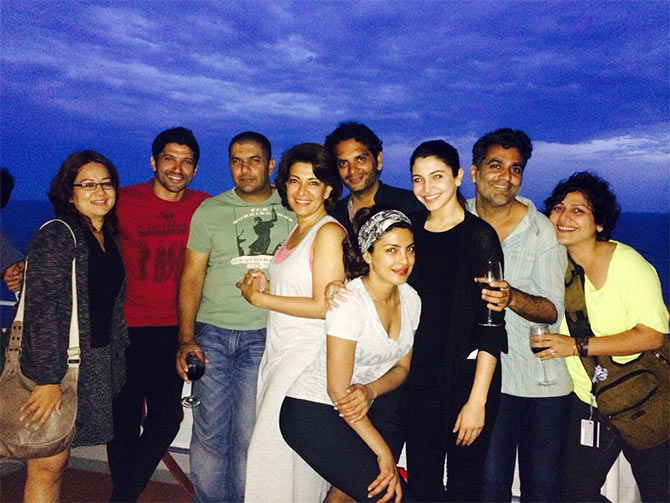 Farhan Akhtar, Priyanka Chopra and Anushka Sharma with the crew of Dil Dhadakne Do