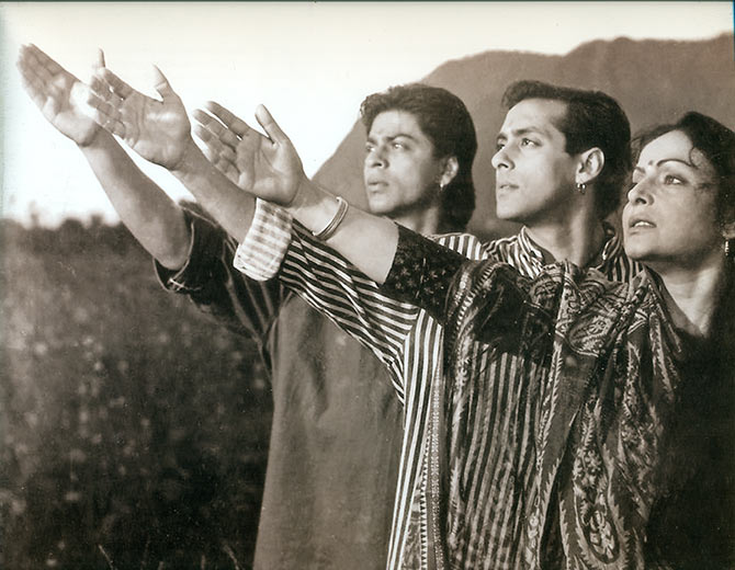 Shah Rukh Khan, Salman Khan and Raakhee on the sets of Karan Arjun