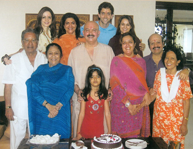 Pinky's parents J Om Prakash and Padma Rani, Sussanne, Pinky, Hrithik Roshan, Rajesh Roshan's wife Kanchan, Rajesh Roshan with mother Ira Moitra, Sunaina with father Rakesh Roshan and daughter Suranika