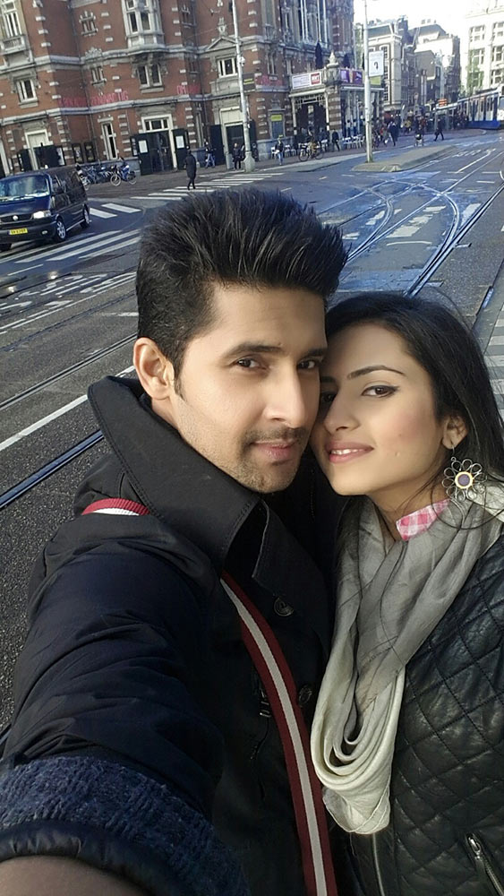 Ravi Dubey with wife Sargun Mehta