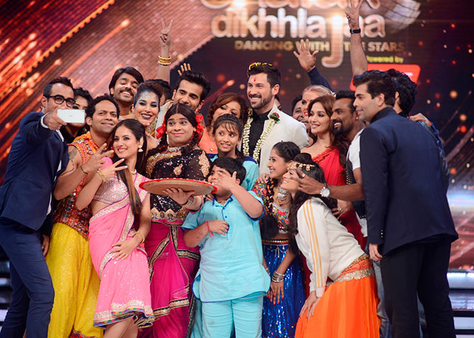 The entire team of Jhalak Dikhhla Jaa