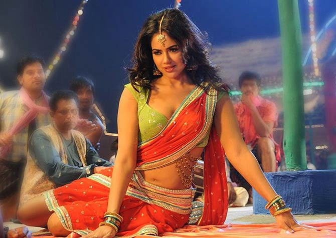 Sameera Reddy in Krishnam Vande Jagadgurum
