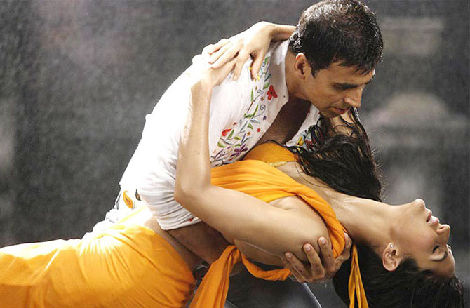 Akshay Kumar and Katrina Kaif in De Dana Dan