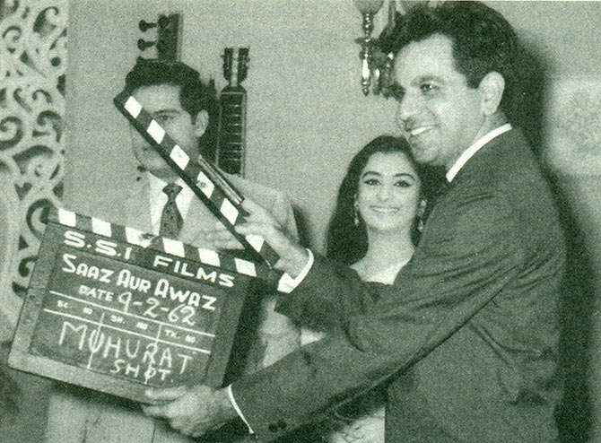Dilip Kumar gives the mahurat clap for Saaz Aur Awaz (1966)