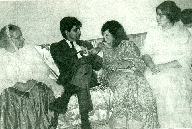 Dilip Kumar with his sisters: Sakina, Aapa, Saeeda and Taj