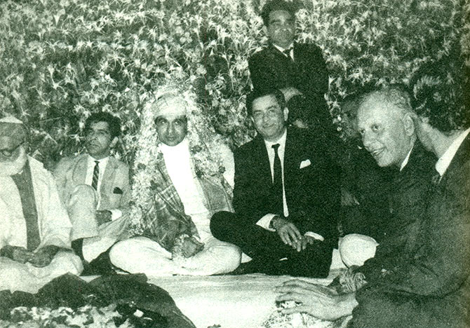 Dilip Kumar's wedding function. From left to right: Qazi Murghey, Ahsan, Dilip Kumar, Raj Kapoor, Mukri and Nasir