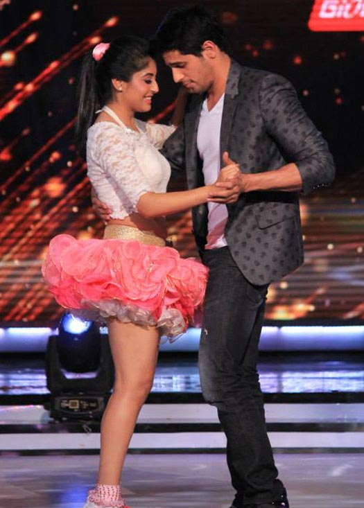 Kritika dances with Siddharth Malhotra