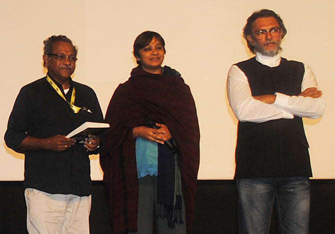 Director Shaji Karun releases the book Rang De Basanti, written by PS Bharathi, film editor and wife of  Rakeysh Omprakash Mehra