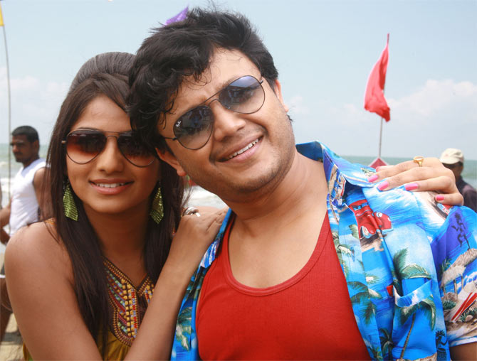 A still from Dil Rangeela
