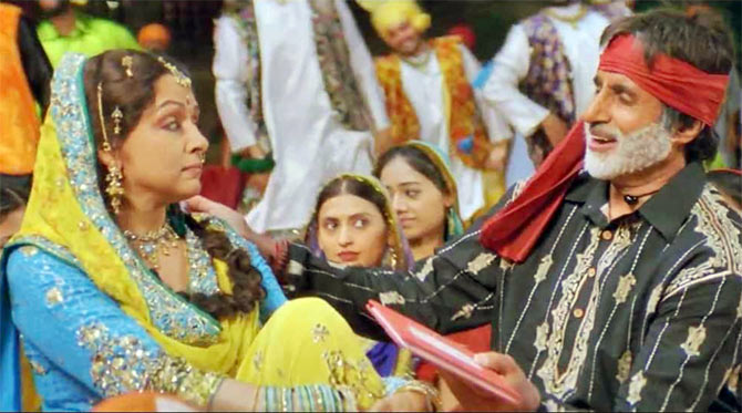 Hema Malini and Amitabh Bachchan in Veer Zaara
