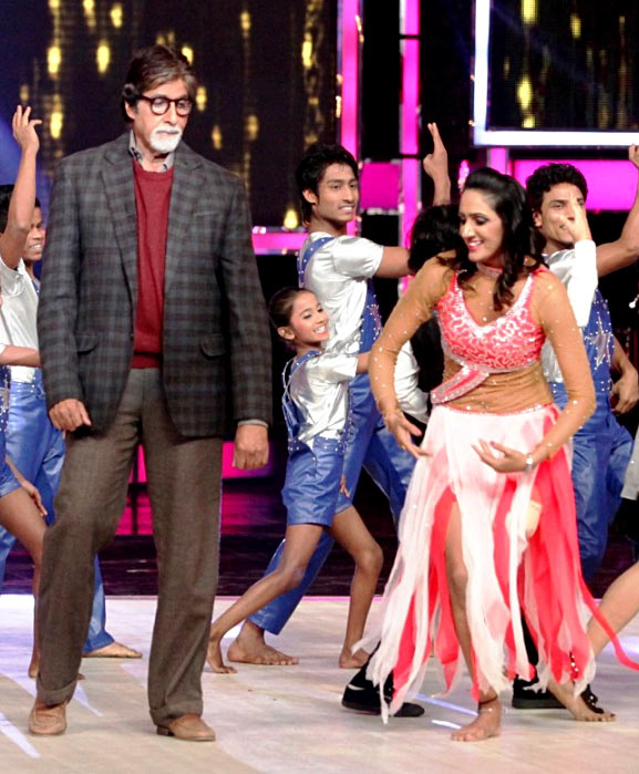 Amitabh Bachchan performs at the finale of India's Got Talent
