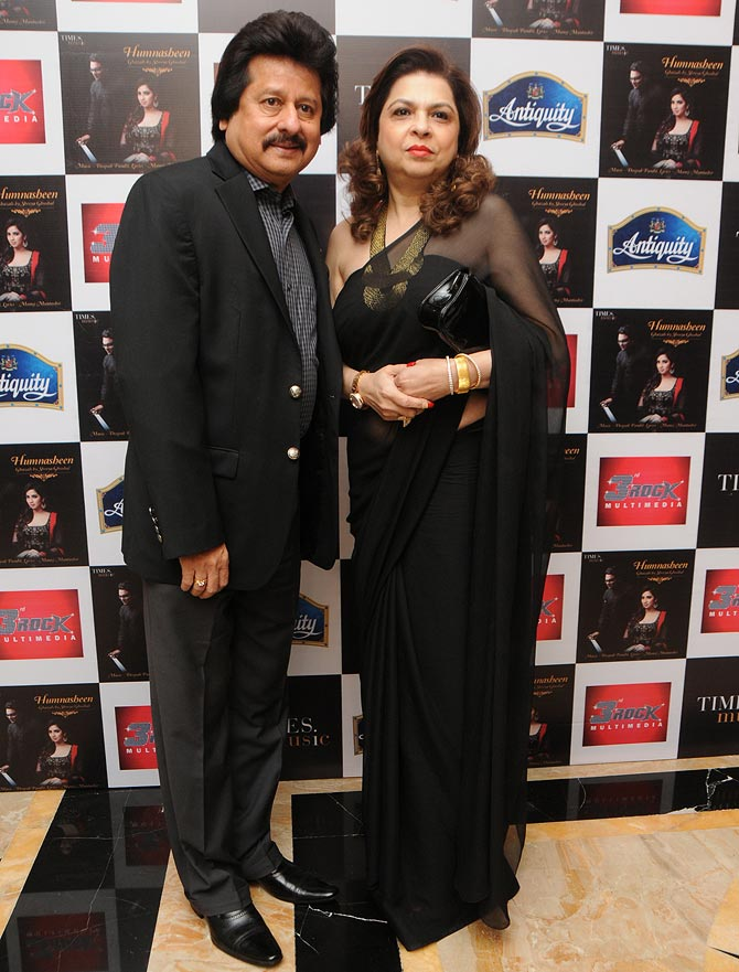 Pankaj Udhas with wife Farida