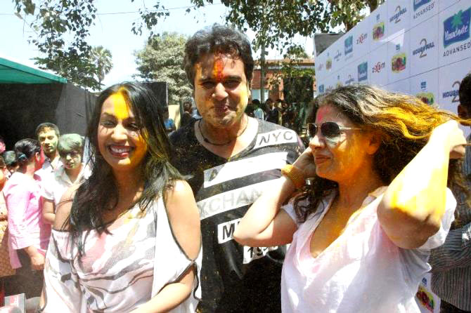 Kashmera Shah, Krushna Abhishek and the item girl