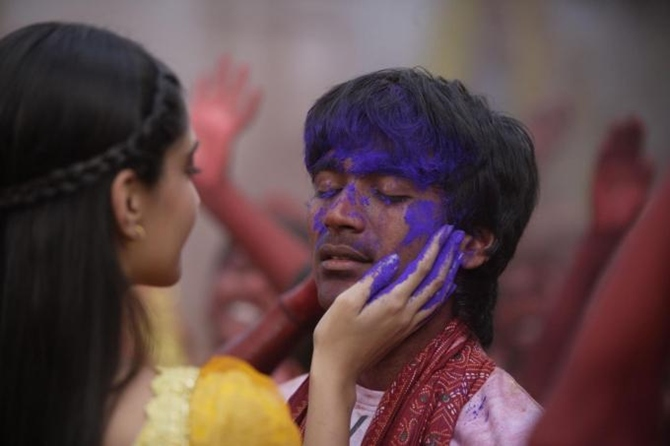 Sonam Kapoor and Dhanush in Raanjhanaa