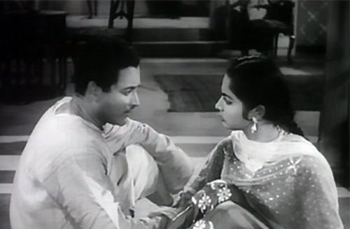 Guru Dutt and Waheeda Rehman in Chaudhvin Ka Chand