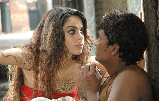 Mallika Sherawat in Hisss.