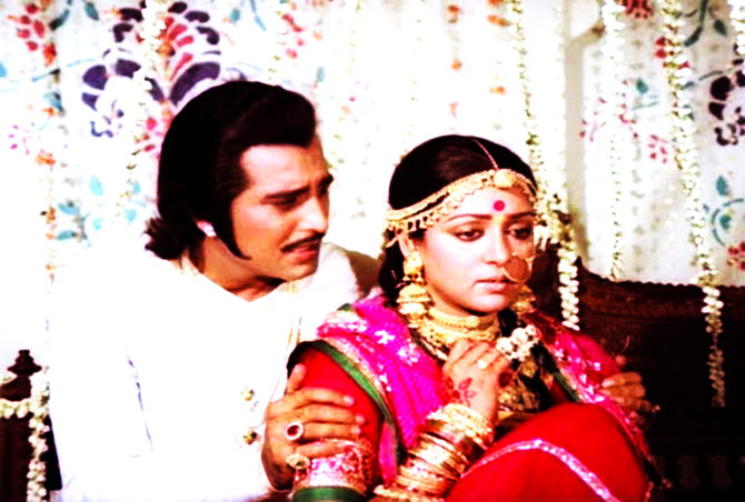 Vinod Khanna and Hema Malini in Meera