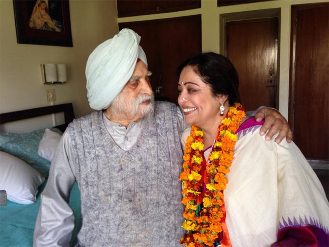 Kirron Kher with her father Col. Thakar Singh