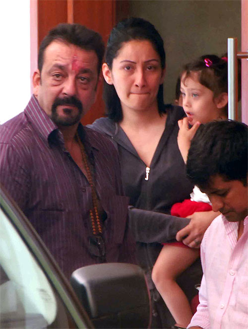 Sanjay Dutt with wife Maanyata and daughter Iqra