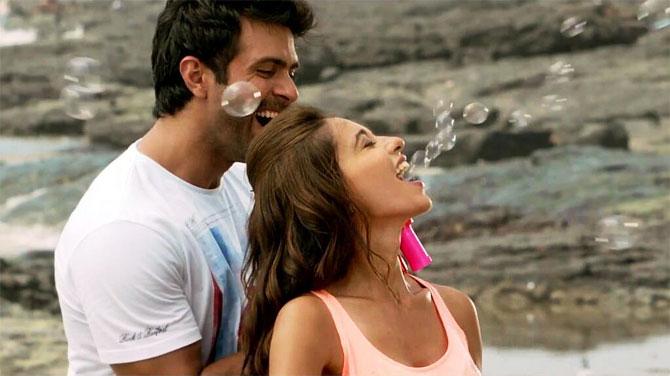 http://im.rediff.com/movies/2014/mar/25ayesha-khanna6.jpg