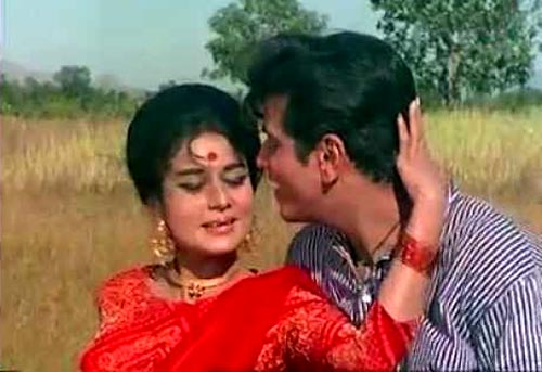 Jeetendra and Nanda in Ke Hum Tum Dori Se from Dharti Kahe Pukar Ke