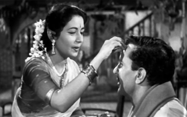Nanda and Balraj Sahni in Chhoti Bahen