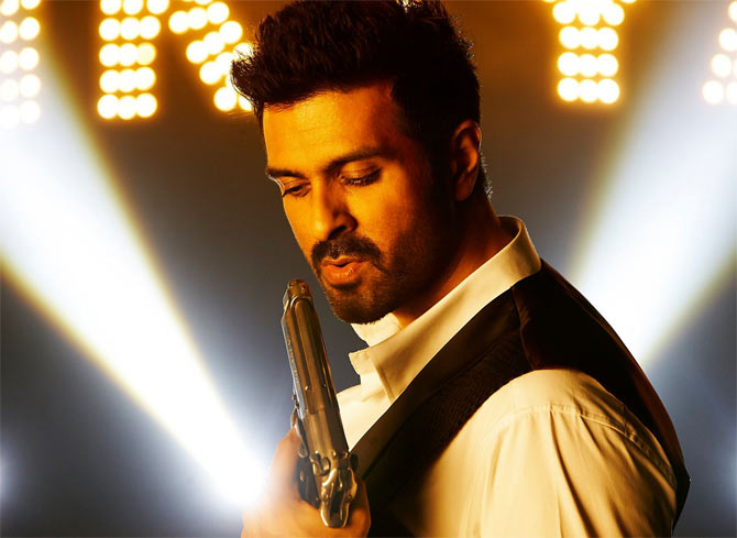 Harman Baweja in Dishkiyaoon